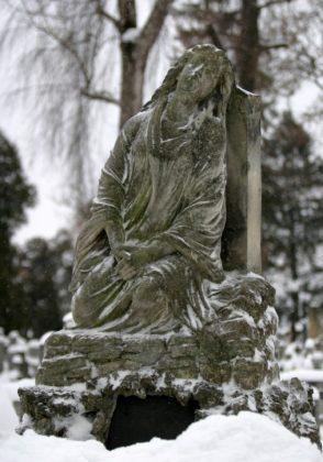 Pomnik nagrobny rodziny Bartmańskich przed renowacją