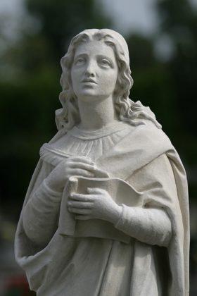 Figura św. Jana Ewangelisty po odrestaurowaniu
